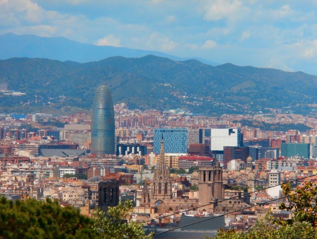 Visiter Barcelone avec un guide en vélo électrique