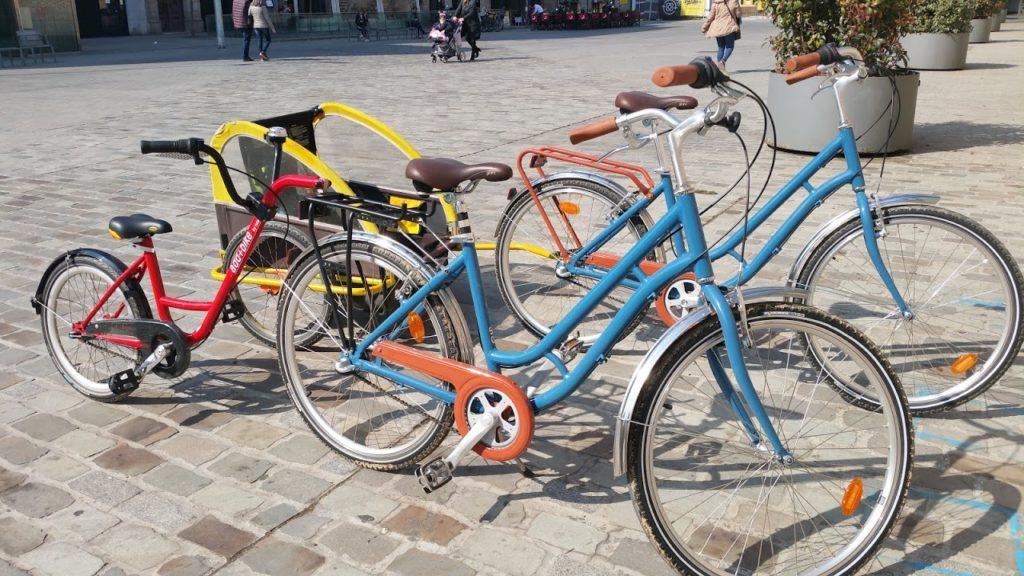 Visiter Barcelone en vélo avec des petits